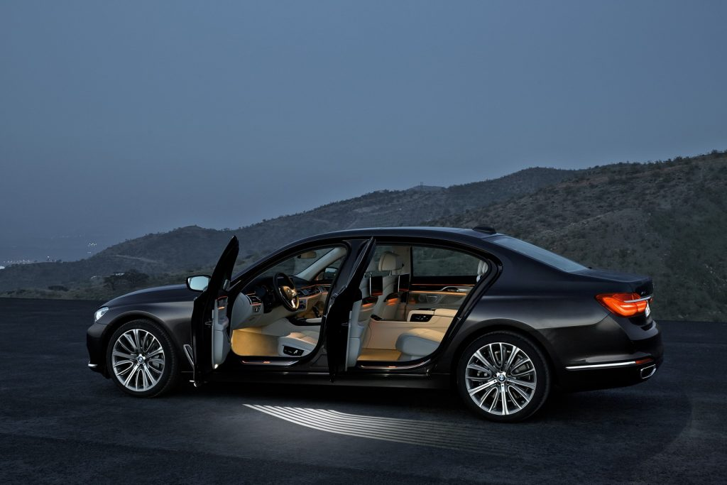P90178460_highRes_the-new-bmw-7-series